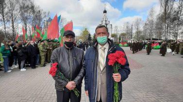 Церемония возложения цветов у памятного знака «Ахвярам Чарнобыля» в парке Дружбы народов в Минске.